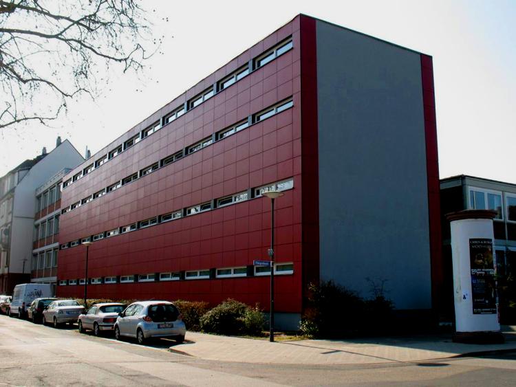 Dach, Fenster, Fassade, Sonnenschutz für Berufsbildende Schule