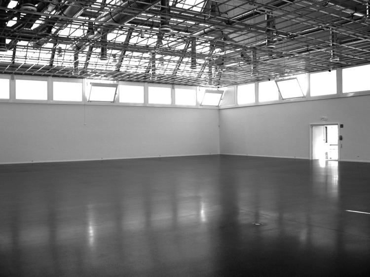 Bodenbelag & Verdunklungsanlage von Ausstellungshalle
