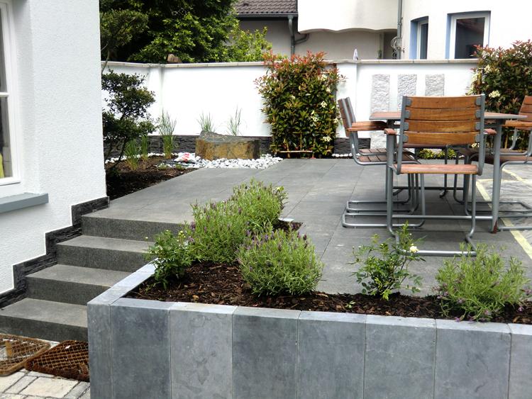 Wohnhausmodernisierung mit Außenanlagen
